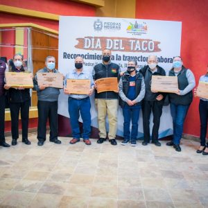 Premia Gobierno Municipal a taqueros destacados de Piedras Negras1