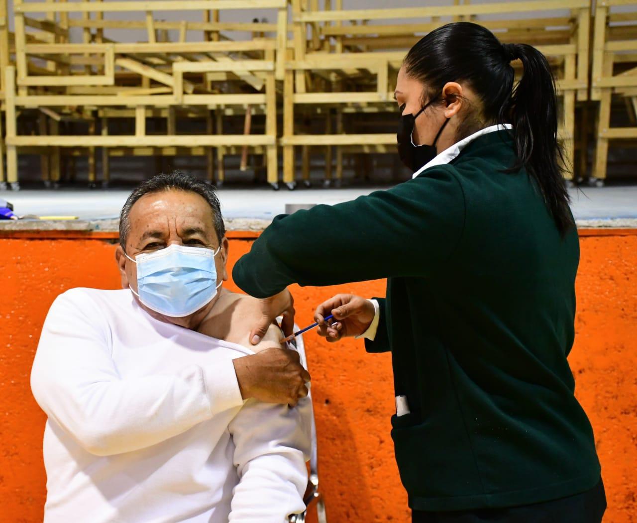 Alcalde Agustín Ramos se aplicó la segunda dosis de la vacuna anticovid