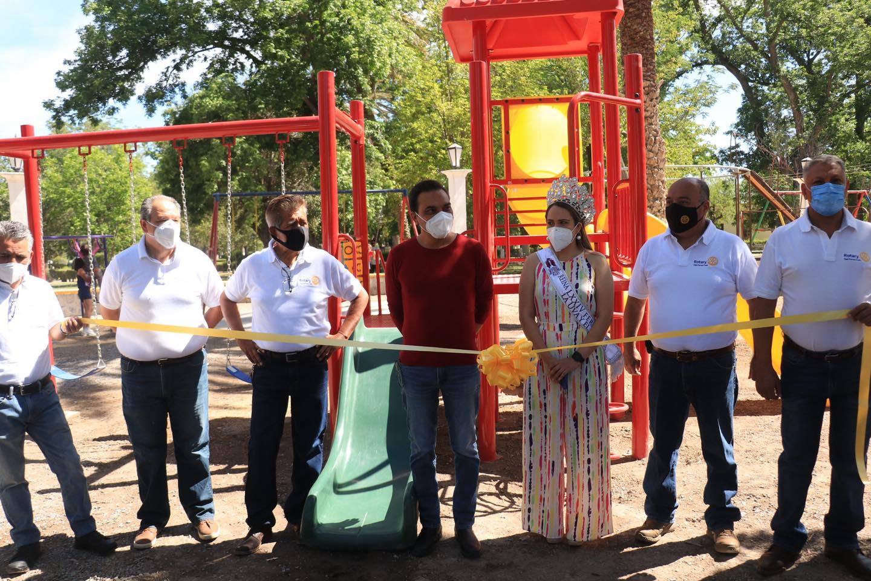 Inauguración de juegos por parte de Club Rotarios de Parras A.C.
