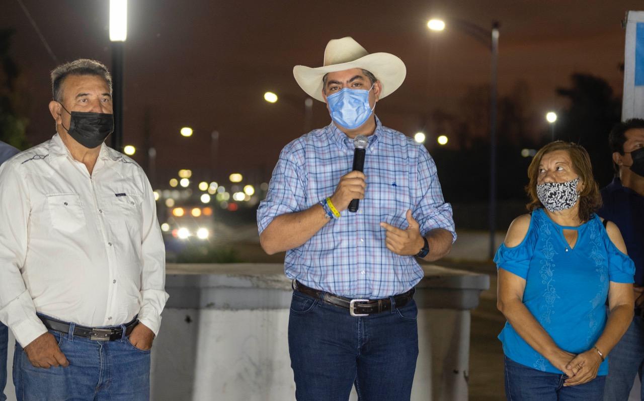 Entrega obra de alumbrado público en la calle Juárez