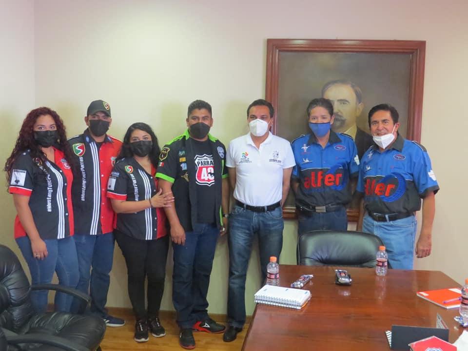 Alcalde de Parras se reunió con organizadores de evento Mustang Tour